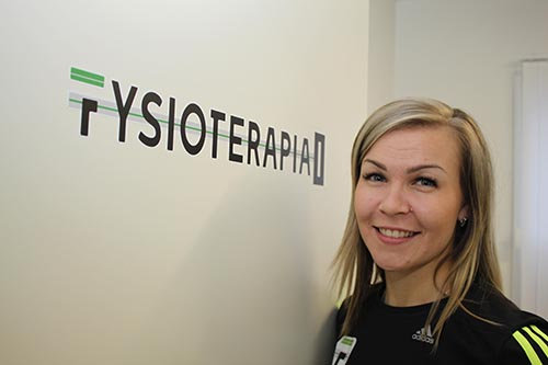 Saija-Martia Saari fysioterapiahuoneen 1 ovella